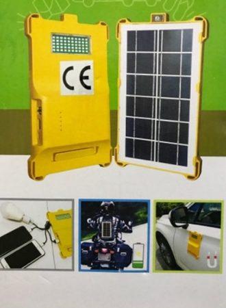 Hordozható napelemes töltő beépített LED fényvetővel
