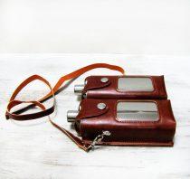 Két különálló fém flaska vállszíjas hord táskában
